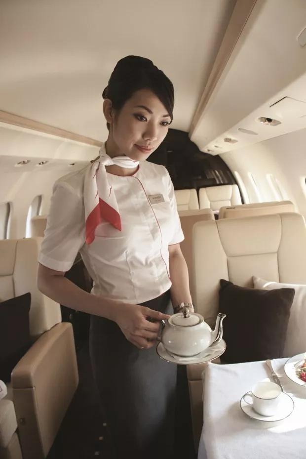 私人飞机的专属美食服务- 维思达公务机
