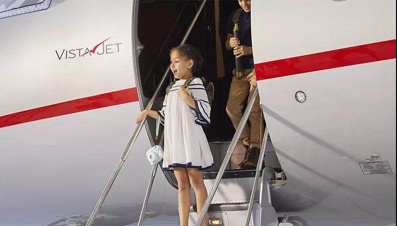 儿童乘私人飞机- 维思达公务机