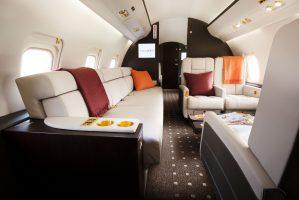 vistajet-challenger-850-sofa-seating-3djygz9a999dwctrcrnwn4.jpg